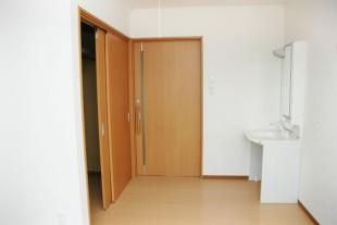 個室に車椅子でも使える洗面台